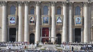 Read more about the article Causes des saints : trois miracles, trois martyres